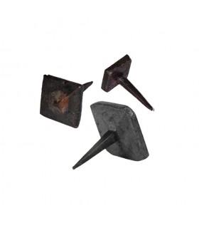 Clou martelé 20x20mm à tête carrée pyramidale décorative et pointe effilée