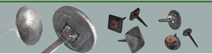 Clous décoratifs à face martelée ronde ou carrée en acier forgé,